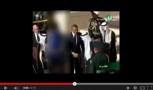 بالفيديو-خلال موكب العزاء..التليفزيون السعودي يحجب صورة ميشيل أوباما لعدم ارتداءها الحجاب