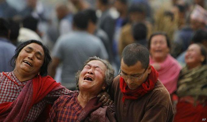 في أسوء كارثة طبيعية منذ 80 عاما..تواصل الهزات الأرضية بنيبال والعالم يهب لمساعدة الضحايا