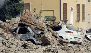 زلزال بقوة 6.2 يضرب وسط إيطاليا وسقوط ما لا يقل عن 18 قتيلا..