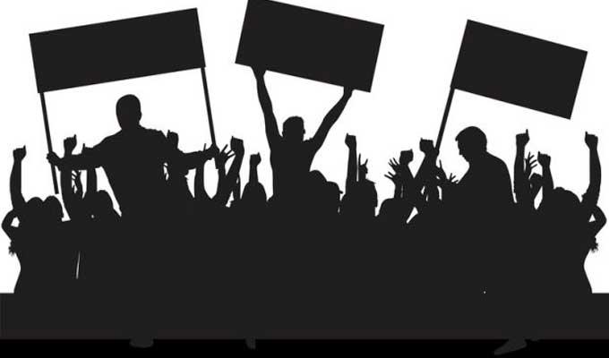 """عدد من العاملين ببلدية الكرم ينفذون وقفة احتجاجية امام مقر اذاعة """"شمس أف أم"""" - سوفاس نيوز"""